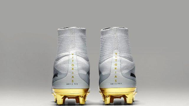 the new cr7 boots gold white