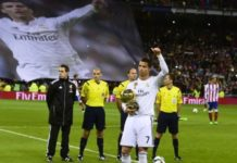 Real Madrid vs Atletico Madrid- Ronaldo presents Ballon d'Or to fans