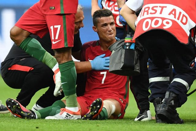 EP 2020 - Page 2 Ronaldo-injured-in-euro-2016-finals