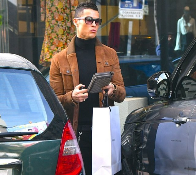 Ronaldo shopping on Vals Day