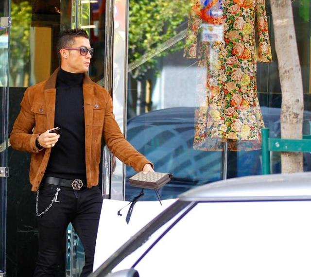 CR7 shops for GF on Valentine's Day