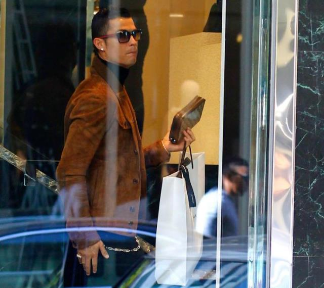 Ronaldo shops on Valentine's day