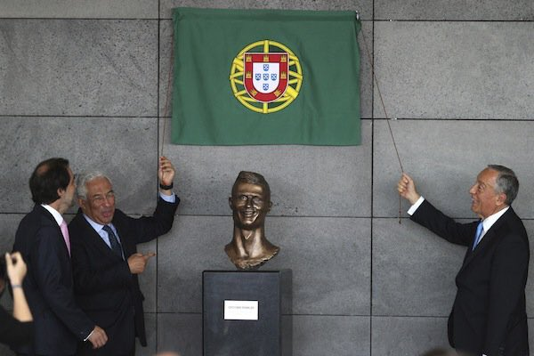 Ronaldo airport unveiled- New bust of Ronaldo