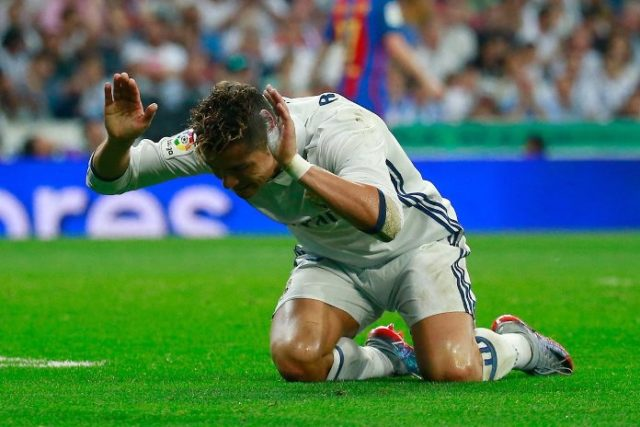 Fans angey at Ronaldo for missed chances in El Clasico