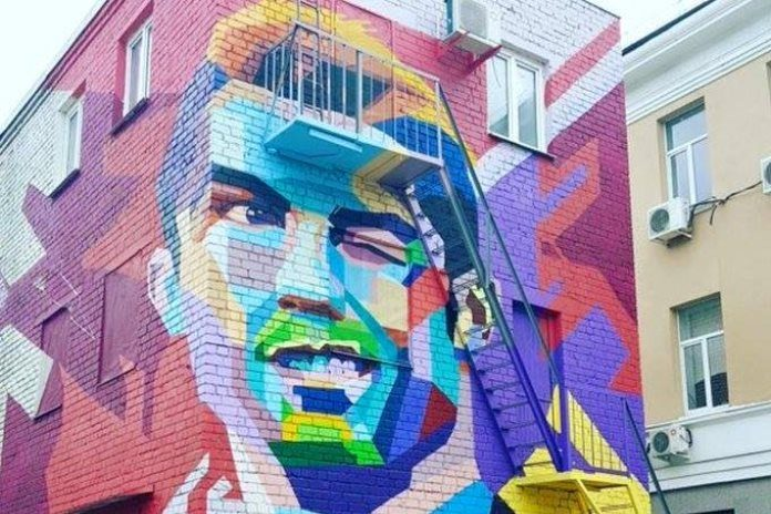 Dmitry chalov paints stunning ronaldo mural in kazan for Cristiano ronaldo wall mural