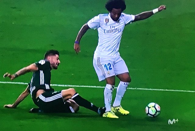 Marcelo tackled to the ground by Javier Garcia