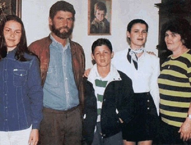 Young Cristiano Ronaldo and his family in photo