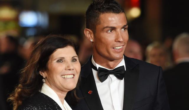 Ronaldo poses with mum Dolores Aveiro