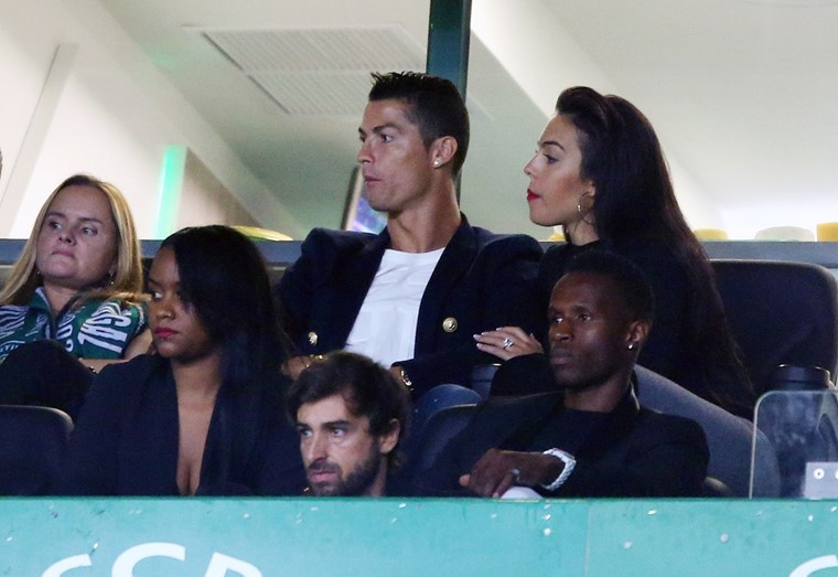 Ronaldo's girlfriend criticised for drinking wine